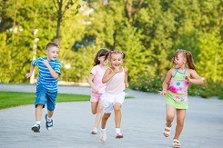 10 Reasons Outdoor Play is Crucial to Healthy Child Development