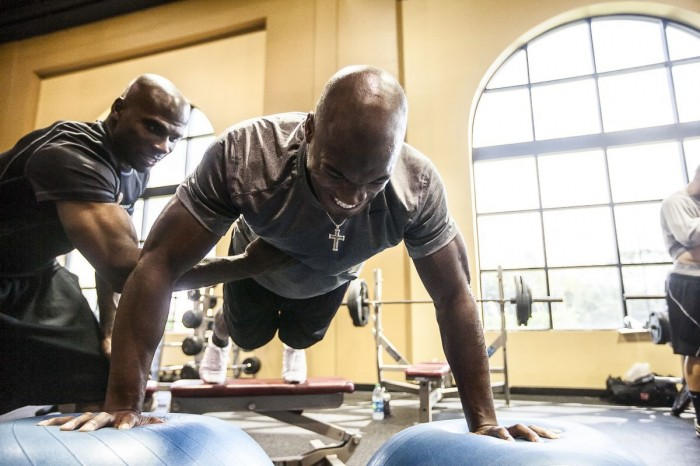 Adrian Peterson Uses Hyperice On Knee During NFL MVP Season With Vikings - Sports Techie blog